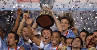 Copa América - Uruguay adelanta a Argentina en su casa