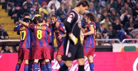 Guardiola se permitió el lujo de dejar en el banquillo a tres de sus jugadores estrella, y su arriesgada apuesta ante el Depor salió bien. - 2